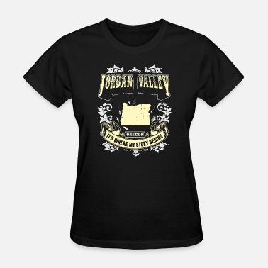 never underestimate a woman who listens to jason a - Women's T-Shirt