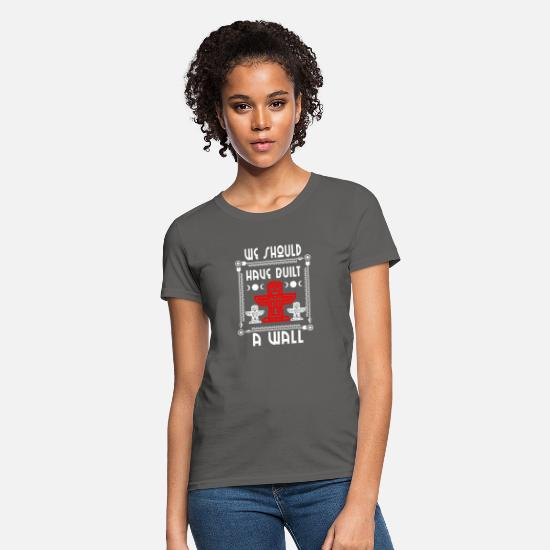 Gift Idea T-Shirts - Proud Native Americans USA Indians Gift & Design - Women's T-Shirt charcoal