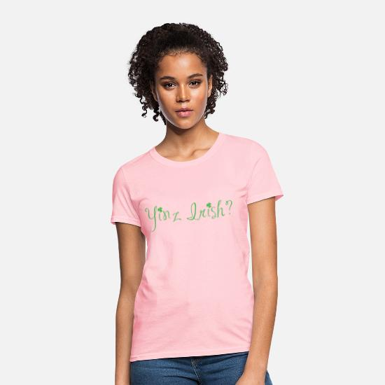 Clover T-Shirts - Ladies' Yinz Irish? Design - Green Text - Women's T-Shirt pink
