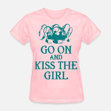 Girls Kissing Girls Kiss The Girl - Women's T-Shirt