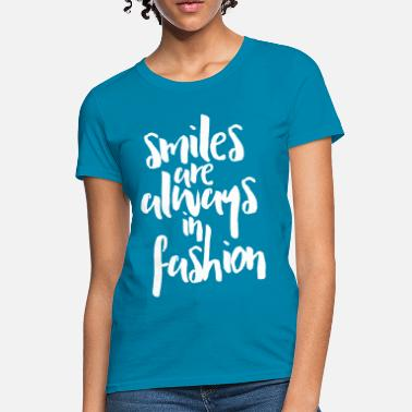 Quotes Fashion Smiles In Fashion Quote - Women's T-Shirt
