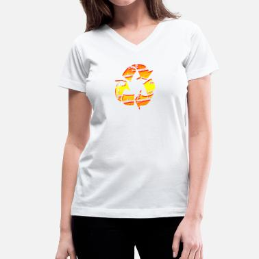 Teen Graffiti Recycle Symbol Emblem - Graffiti Style Graphic Design  - Women's V-Neck T-Shirt