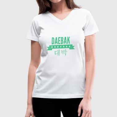 daebak in green with washed out texture - Women's V-Neck T-Shirt