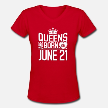 21 June Queens are born on June 21 - Women's V-Neck T-Shirt