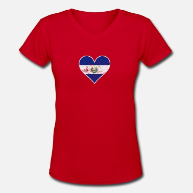 El Salvadorian Distressed El Salvadorian Flag Heart - Women's V-Neck T-Shirt
