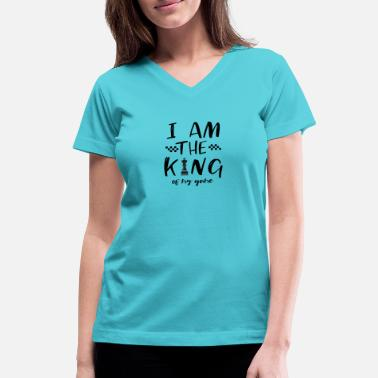 Chess I AM THE KING OF MY GAME - Chess T-Shirt - Gift - Women's V-Neck T-Shirt