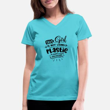 Eco This Girl is not using plastic - Women's V-Neck T-Shirt