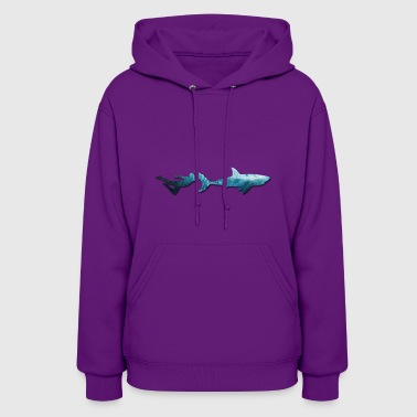 Swimming with sharks. Freediving. - Women's Hoodie