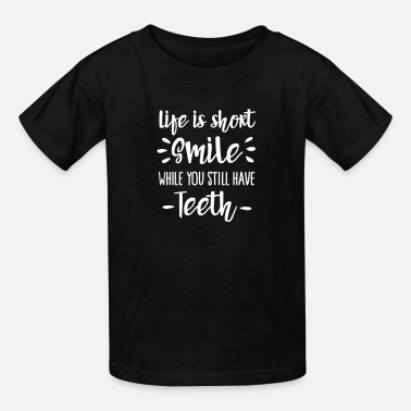 Senior Dentist Life is short smile while you still have teeth - Kids' T-Shirt