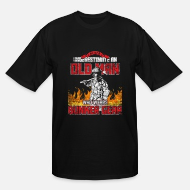 Underestimate Never underestimate an old man fireman gift proud - Men's Tall T-Shirt