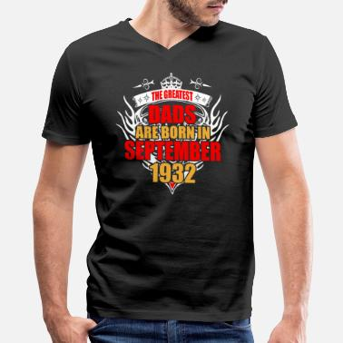 1932 The Greatest Dads are born in September 1932 - Men's V-Neck T-Shirt by Canvas