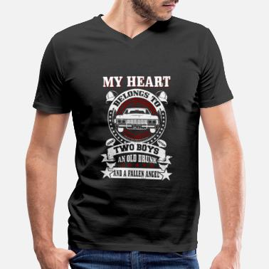 Streaker My heart belongs to: Two boys An old drunk And.. - Men's V-Neck T-Shirt