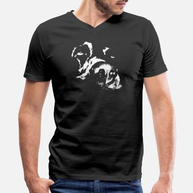 Dose dosing dog - Men's V-Neck T-Shirt by Canvas