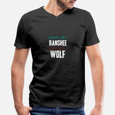 Teen Scream like a banshee, Growl like a wolf - Men's V-Neck T-Shirt
