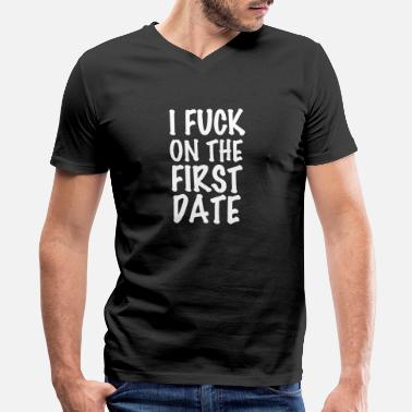 Date I fuck on the first date - Men's V-Neck T-Shirt
