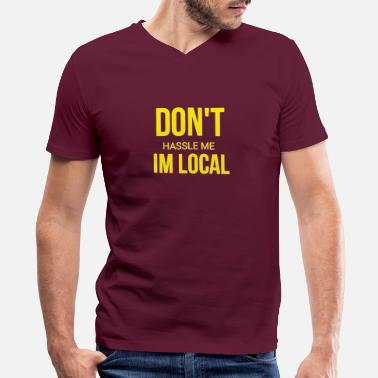 Hassel Free Dont hassel me I'm local - Men's V-Neck T-Shirt