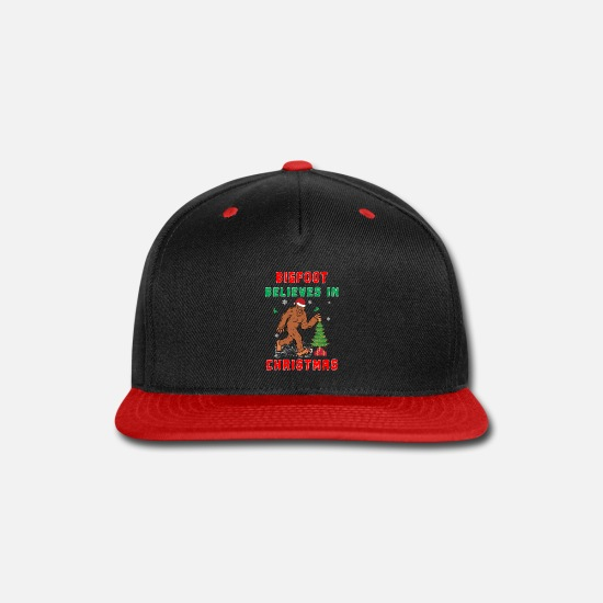 Squatch Caps - Bigfoot Believes in Christmas funny Squatchy gift. - Snapback Cap black/red