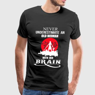 An old woman with her brain - Never underestimat - Men's Premium T-Shirt