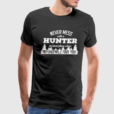 never mess with a hunter - Men's Premium T-Shirt