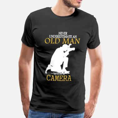Never Underestimate An Old Man Camera Camera Shirt - Men's Premium T-Shirt