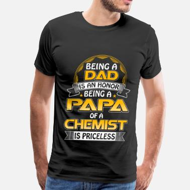 Alchemy Jokes Chemist - Being a papa of a chemist is priceless - Men's Premium T-Shirt