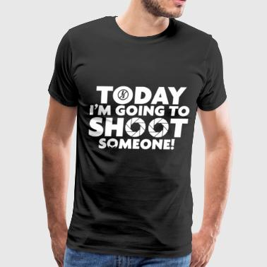 Photographer shoot someone - Men's Premium T-Shirt