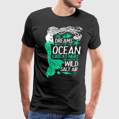 Mermaid She dreams of the ocean late at night and - Men's Premium T-Shirt