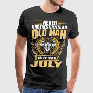 Never Underestimate An Old Man Born In July - Men's Premium T-Shirt
