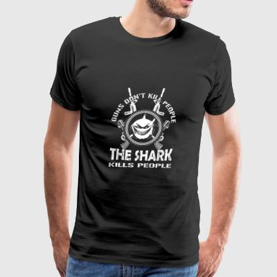 Guns - Guns don't kill people the shark does tee - Men's Premium T-Shirt