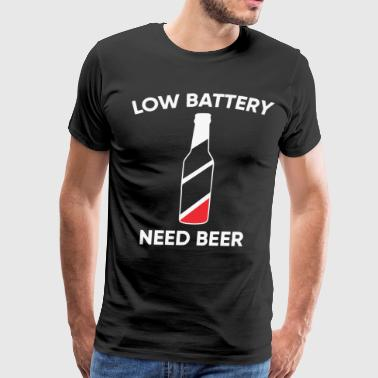 Low battery need beer - Men's Premium T-Shirt