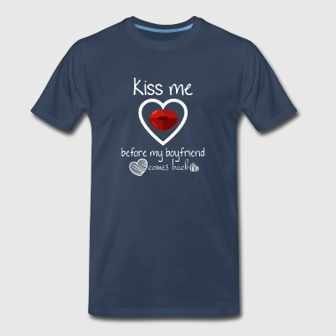 Kiss me before my boyfriend comes back - Men's Premium T-Shirt