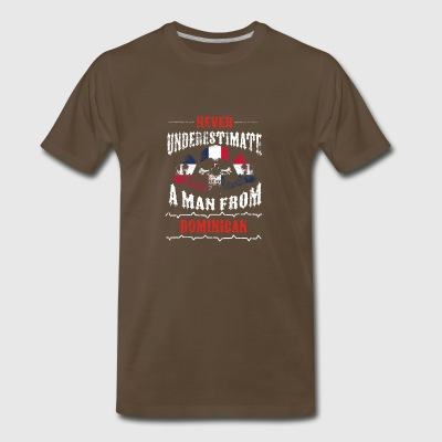 never underestimate man DOMINICAN REPUBLIC - Men's Premium T-Shirt