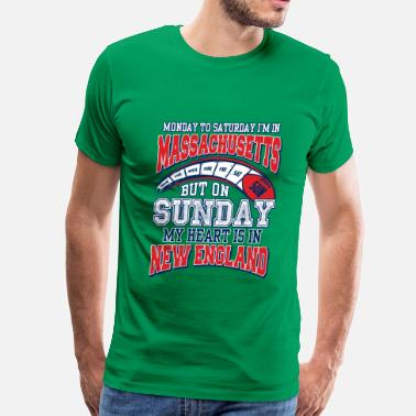 New England Kayak Fishing On sunday my heart is in New England - Men's Premium T-Shirt