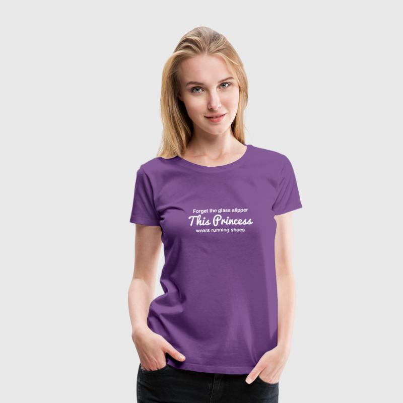 This princess wears running shoes - Women's Premium T-Shirt