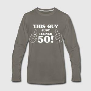 This Guy Just Turned 50! Questo Ragazzo Ha Appena Compiuto 50! T-shirt Maglietta kdlx1