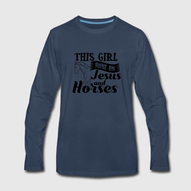This Girl Runs on Jesus und Horses - Riding Gift - Men's Premium Long Sleeve T-Shirt