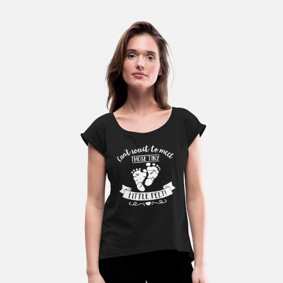 Pregnancy T-Shirts - Cant wait to meet those tiny little feet pregnancy - Women's Rolled Sleeve T-Shirt black