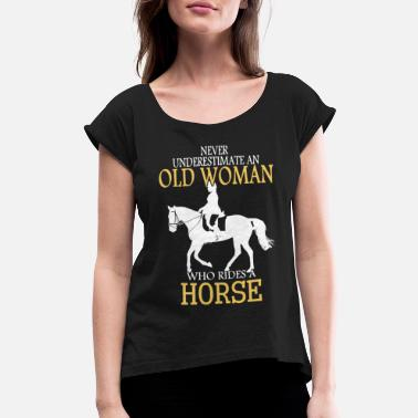 never underestimate an old woman horse t shirt - Women's Rolled Sleeve T-Shirt