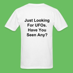 Just Looking For UFOs - Men's T-Shirt