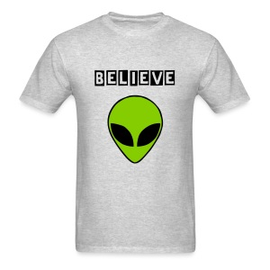 Believe in Aliens - Men's T-Shirt