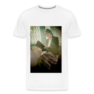 women reading book - Men's Premium T-Shirt
