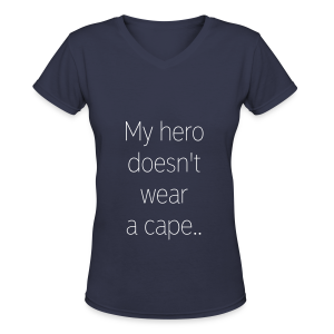 My hero doesn't wear a cape, He wears an insulin pump - Women's V-Neck T-Shirt