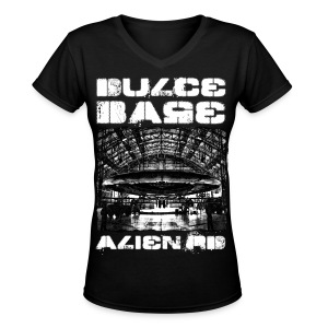 Dulce Base Alien - Women's V-Neck T-Shirt