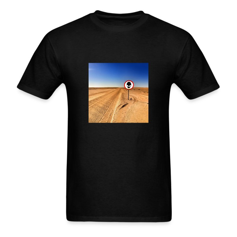 Alien in the Desert - Men's T-Shirt