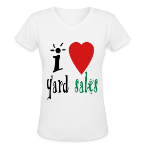 I heart yard sales - Women's V-Neck T-Shirt