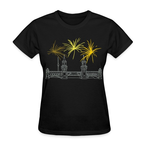 Berlin fireworks New Year's Eve at Oberbaum Bridge - Women's T-Shirt