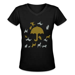 Its raining cats and dogs - Women's V-Neck T-Shirt