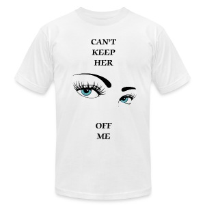 CANT KEEP HER EYES OFF ME - Men's Fine Jersey T-Shirt