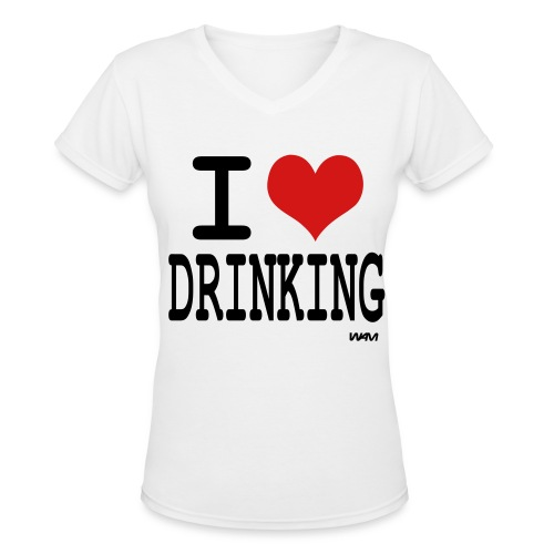 I heart drinking tee - Women's V-Neck T-Shirt
