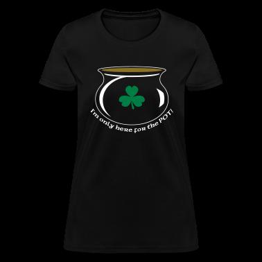 Black blackshirthereforpot2 Women's T-Shirts